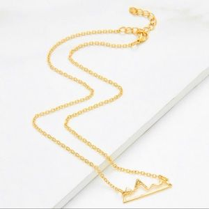 Jewelry - TONIGHT ONLY🎉 NEW Gold Mountain Dainty Necklace